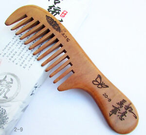 19.5cm QIAOYATOU Butterfly Pattern Wide-Toothed Unisex Old Peach Wood Comb