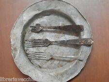 Piatto in alluminio e forchette trincea seconda guerra mondiale Salerno 1943 di