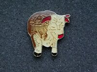 VINTAGE METAL PIN   BULL COW
