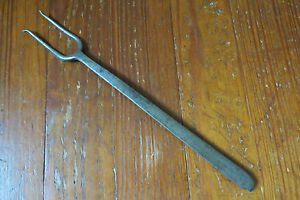 ANTIQUE TOASTING or MEAT FORK IN HAND FORGED STEEL