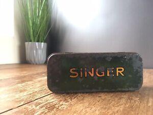 ANTIQUE / VINTAGE GREEN SINGER SEWING MACHINE ATTACHMENTS ACCESSORIES TIN CASE