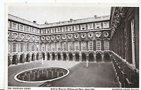 Middlesex Postcard - The Fountain Court - Hampton Court Palace    ZZ3561