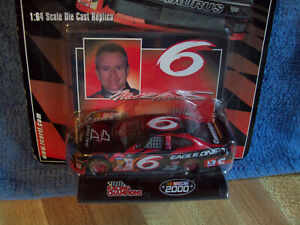 MARK MARTIN 2000 EAGLE ONE 1:64 scale NASCAR CAR RACING CHAMPIONS car plus card