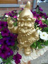 NAIN au doigt d honneur , couleur or , statue d un nain de jardin . nouveau  !