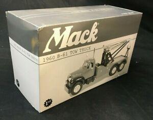 MACK B-61 1960 GREEN TOW TRUCK MIB DIE CAST VEHICLE 1/34 SCALE MIB