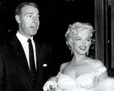 Joe DiMaggio UNSIGNED photo - K9297 - In 1995 with Marilyn Monroe