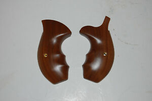 Smith and Wesson S&W K/L Walnut Round Butt Smooth Walnut Fingergroove Grips