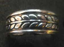 Solid Silver Toe Ring X 1; *Bn* leaf design *solid, sturdy ring*