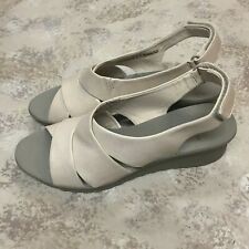 25651fdec525 Clarks Cloud Stepper Women s Beige Fabric Slingback Sandals Size 9.5 M