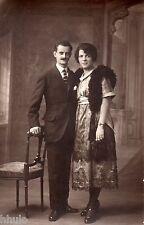 BK504 Carte Photo vintage card RPPC Couple mode fashion moustache chaise robe