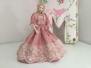 Dolls House 1/12th Scale Porcelain Woman