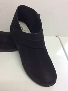 Clarks Cloud Steppers NWOB Black Ankle Boots 9M