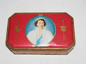 VINTAGE 1953 CORONATION SOUVENIR MAJESTY QUEEN ELIZABETH BENSONS CANDY TIN BOX