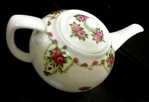 Vintage OAKLEY English Floral Roses 3 Cup Porcelain Teapot 8 X 4.6 Inches