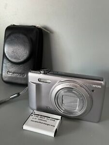 Olympus VR-340 16.0MP Digital Camera - Silver No Charger Works Great Case