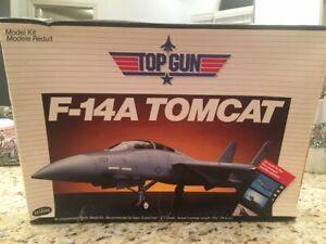 Testors Top Gun F-14 Tomcat Model Airplane 1/72 Scale #273
