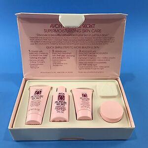 Avon Moisture Secret Sample Travel Kit Cleanser Moisturizer Night Cream Vtg 1980