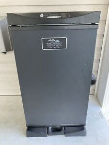 """Masterbuilt Outdoor Barbecue 30"""" Digital Electric BBQ Meat Smoker Grill, Black"""