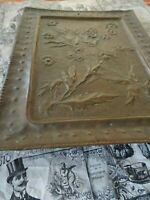 tres ancien plateau cuivre ,travail artisanal pouvant faire tableau décor fleur