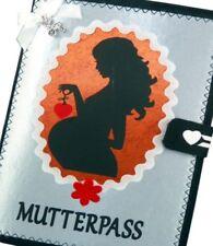 Mutterpasshülle MUKI Pass aus Filz, Mutter mit Herz in Silber Schutzhülle