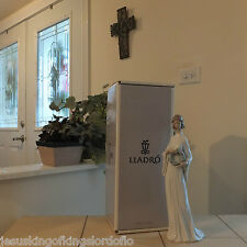 LLADRO UNITY # 6377 LADY WITH WREATH  MINT CONDITION WITH BOX  FAST SHIPPING!!!