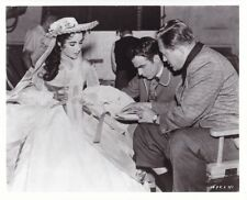 ELIZABETH TAYLOR MONTGOMERY CLIFT EDWARD DMYTRYK CANDID RAINTREE COUNTRY MGM Pho