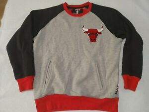 Chicago Bulls Sweater By UNK Mens Small Gray/Black/Red Bull Logo
