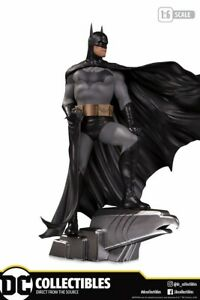DC Collectibles Batman Deluxe Statue by Alex Ross Brand New and In Stock