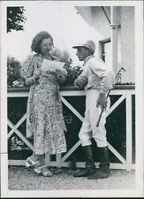 Actrice Lisette Lanvin avec un jockey, 1934, vintage silver print vintage silver