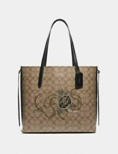 New Authentic Coach F76778 Tote In Signature Canvas With Chelsea Animation