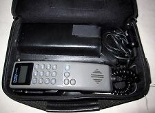 Vintage MOTOROLA OMEGA Series Portable Telephone Type SCN2389A w/Carrying Case