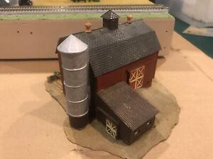 N SCALE BROWN DAIRY BARN BUILT UP MODEL TRAINS FARM