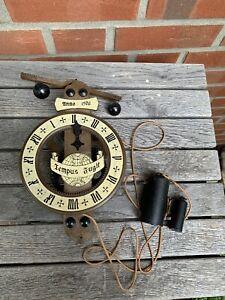 Alte Uhr Wanduhr Skelettuhr Pendeluhr Tempus Fugit Anno 1576 mechanisch Vintage