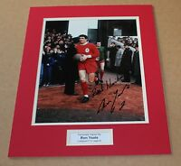 RON YEATS IN LIVERPOOL SHIRT HAND SIGNED GENUINE AUTOGRAPH PHOTO MOUNT + COA