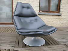 vintage design lounge chair Artifort model F511 by Geoffrey Harcourt