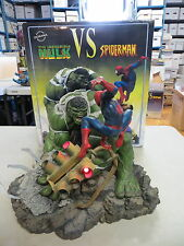 SIDESHOW EXCLUSIVE INCREDIBLE HULK VS SPIDER-MAN DIORAMA STATUE MARVEL MET