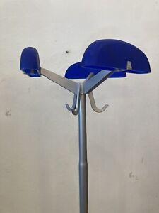 Garderobenständer Metall blau silber Enzo Mari Kartell