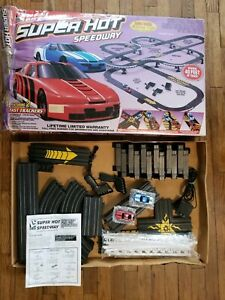Life Like Racing HO Scale Electric Racing SUPER HOT SPEEDWAY #9520 *LARGE LAYOUT