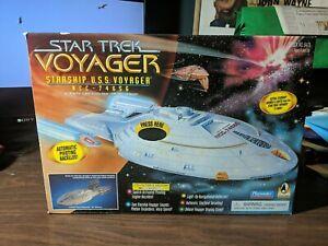 Star Trek Voyager Starship U.S.S. Voyager NCC-74656 (1995, Playmates) With Box