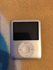 Apple iPod Nano 3rd Generazione Argento (4GB) buone condizioni! spedizione Rapida!