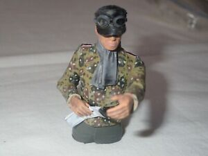 GERMAN TANK COMMANDER FOR 1/16 TANK - PAINTED - MAP READER