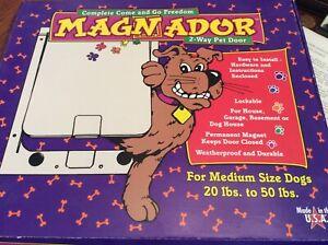 Magnador TWO WAY PET DOOR Medium Dogs 20-50 lbs WHITE USA