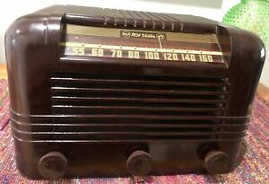 (1) 1946 Radiola chassis RC1023 AM/SW 6 tube in a RCA 56X AM radio cabinet