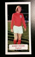 ENGLAND - WEST HAM UNITED - BOBBY MOORE Score UK football trade card