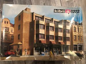 Kibri 8222, H0, Wohn- und Geschäftshaus in OVP + UNBESPIELT