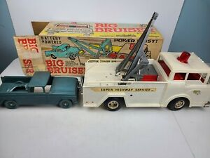 VINTAGE MARX BIG BRUISER SUPER HIGHWAY SERVICE TOW TRUCK TOY BUNDLE (DEFECTIVE)