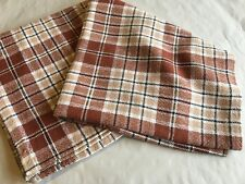 Nappe bistrot ancienne en coton à carreaux 122 cm x 128 cm.
