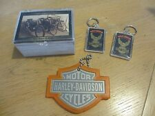 lot HARLEY DAVIDSON CIGARETTE KEY CHAIN & LUGGAGE TAG & COLLECTOR CARDS IN CASE