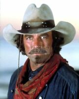 "TOM SELLECK IN THE 1990 FILM ""QUIGLEY DOWN UNDER"" - 8X10 PUBLICITY PHOTO (CC815)"