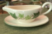 VINTAGE FRANCISCAN IVY EARTHENWARE GRAVY BOAT WITH UNDERPLATE
